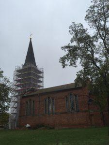Bredower Kirche mit Turmzier von Süden